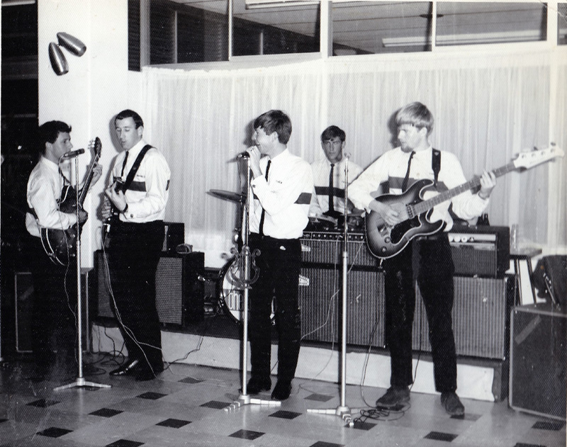 1966 The Banned Band at school dance vocals Peter Dyson - PD pic 0043